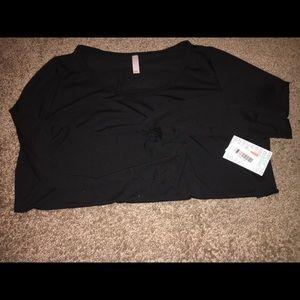 LuLaRoe 2x Black Lynnae shirt